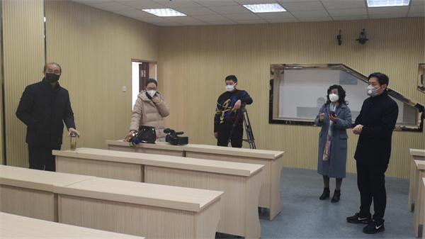 6省特级教师张顺和等在作微视频录制前准备工作