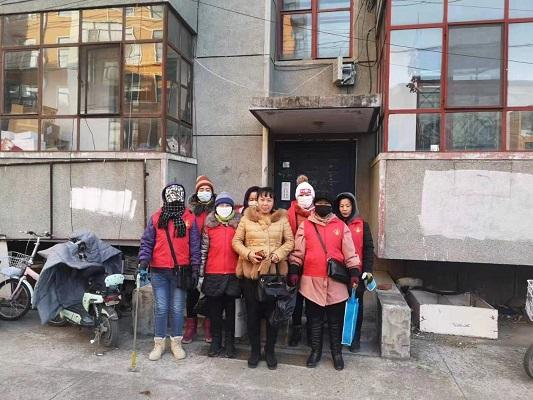 市地研所到兴华街道青松社区开展美化小区志愿清扫活动