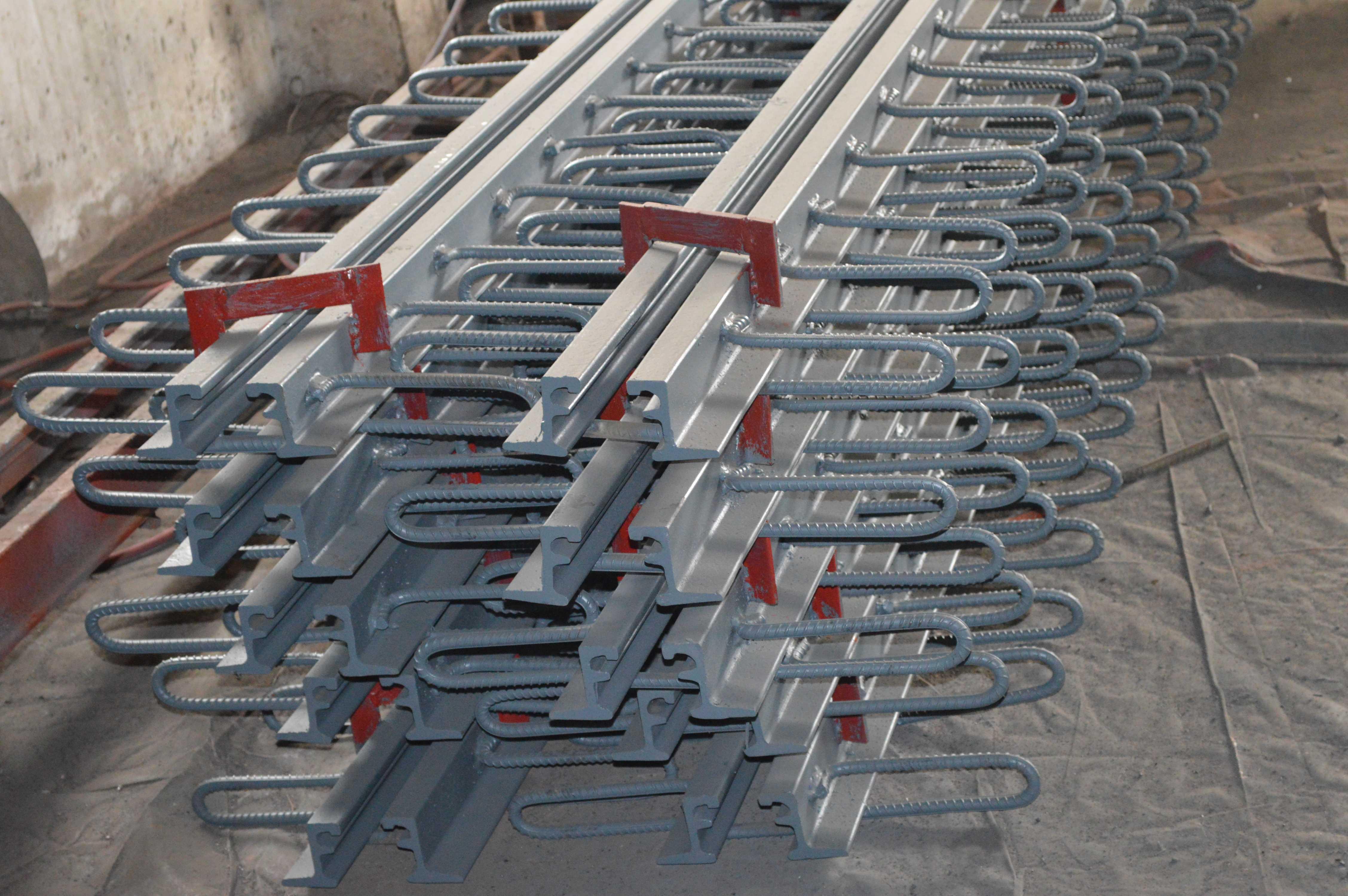 橋梁C型伸縮縫廠-4