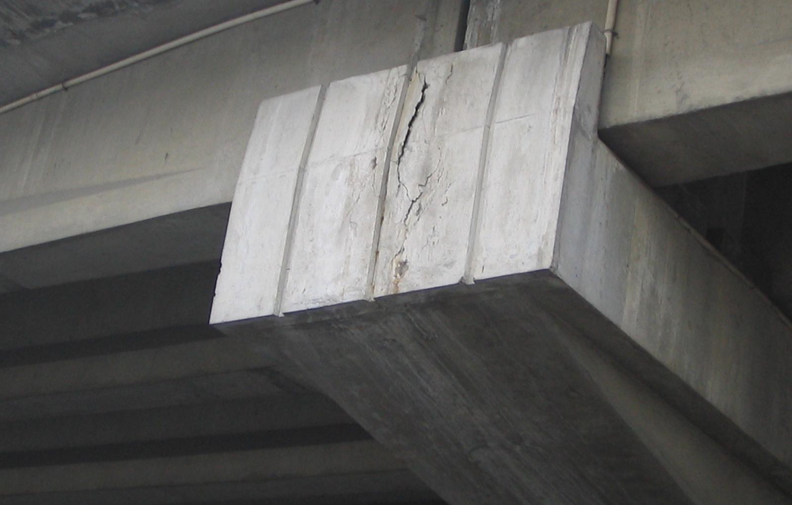 橋梁裂縫1