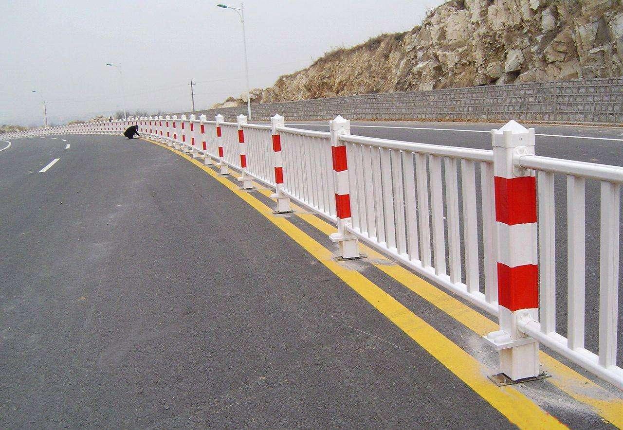 锌钢护栏道路1