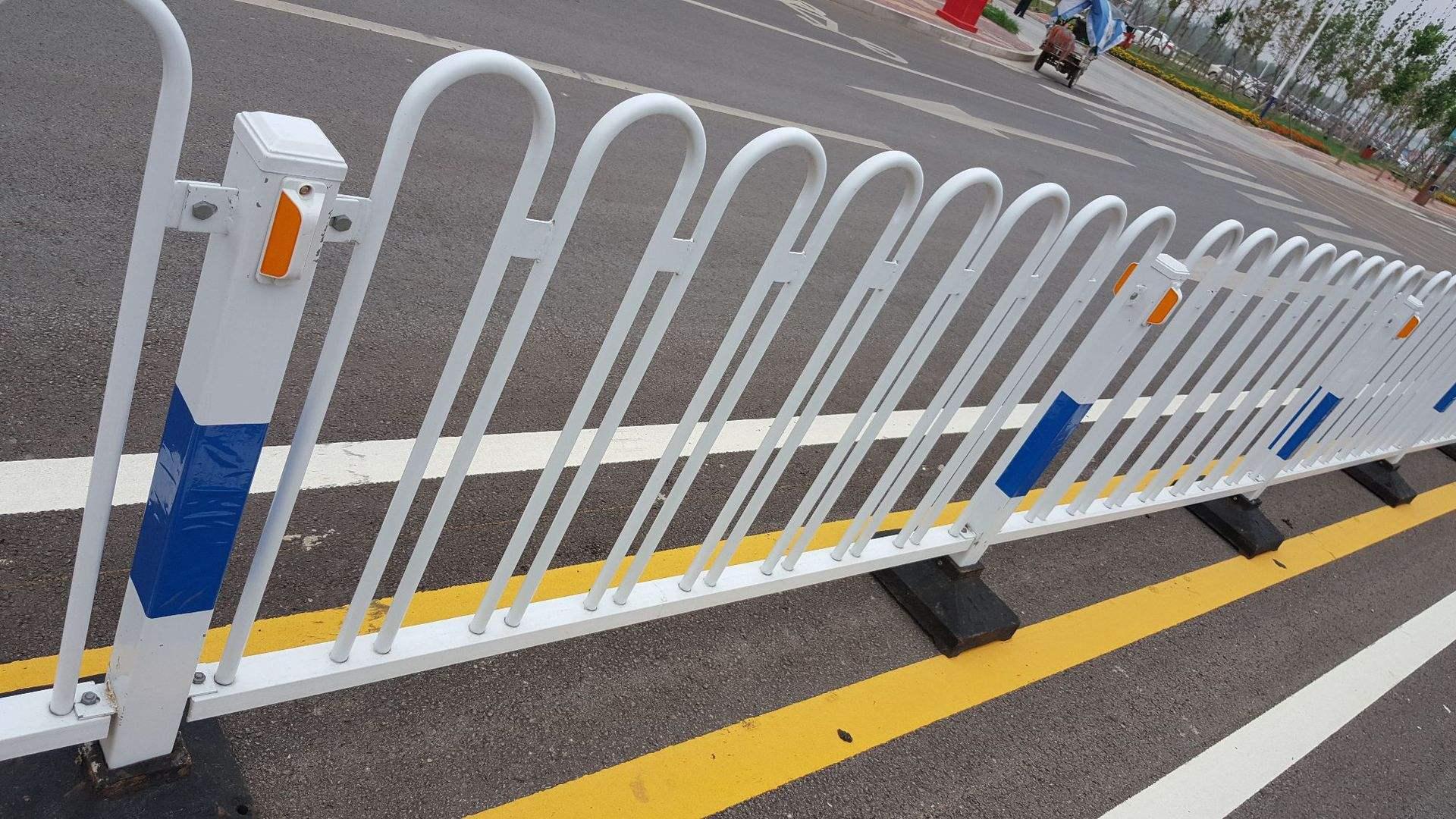 锌钢护栏道路3
