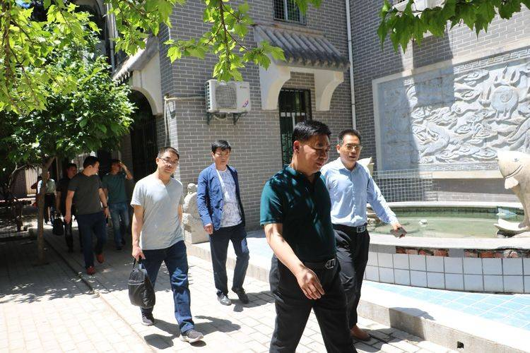 热烈欢迎安康市汉滨区教体局领导前来视察我校