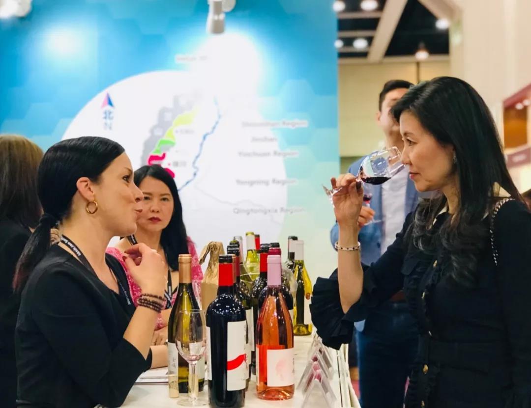 香港美酒展期间落下实锤:香港与宁夏两地强强联手发展葡萄酒贸易-16