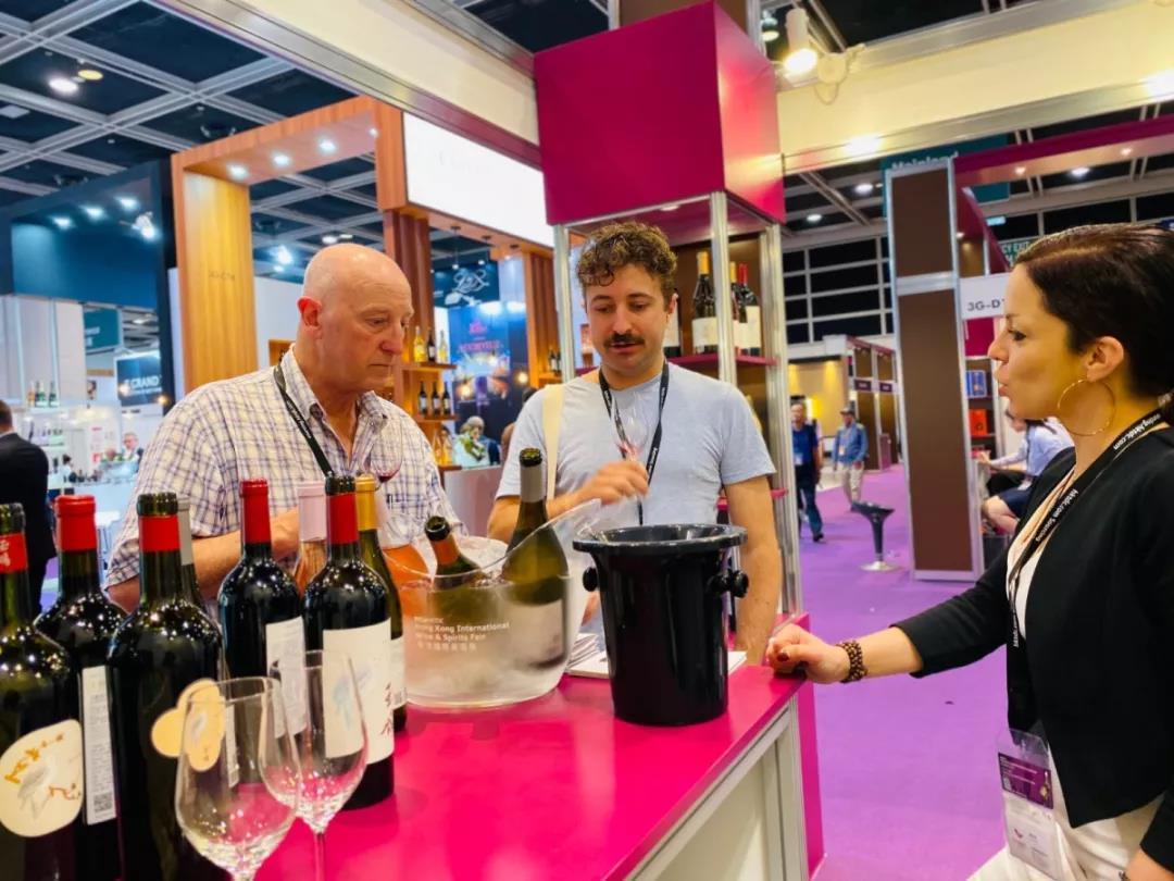 香港美酒展期间落下实锤:香港与宁夏两地强强联手发展葡萄酒贸易-5