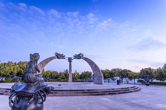 墨江北回归线标志园3