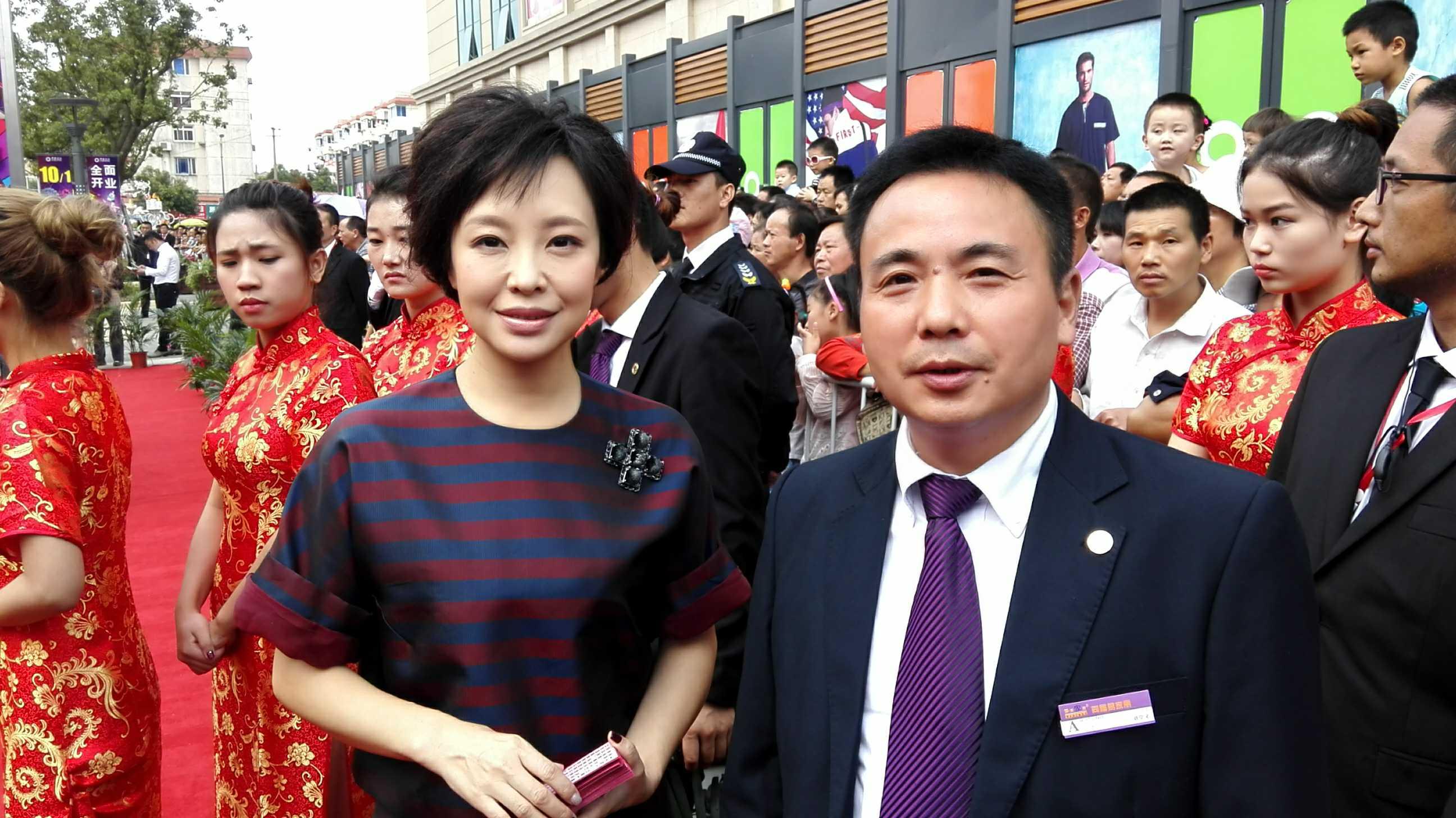 图为东方卫视著名主持人叶蓉