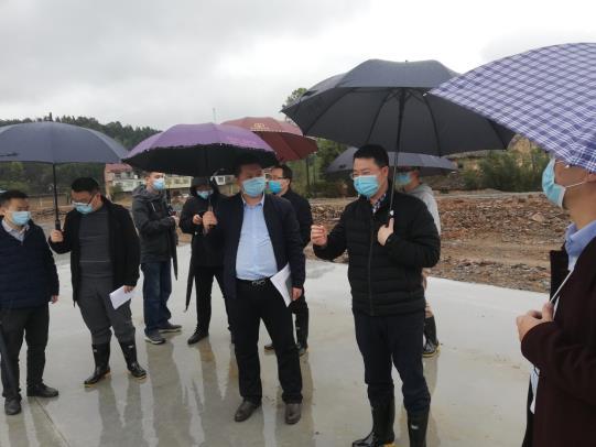 董事长丁黎清察看建设项目新闻稿-定稿