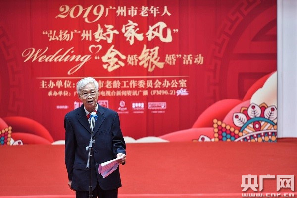 演讲者张光正先生讲述家风故事。