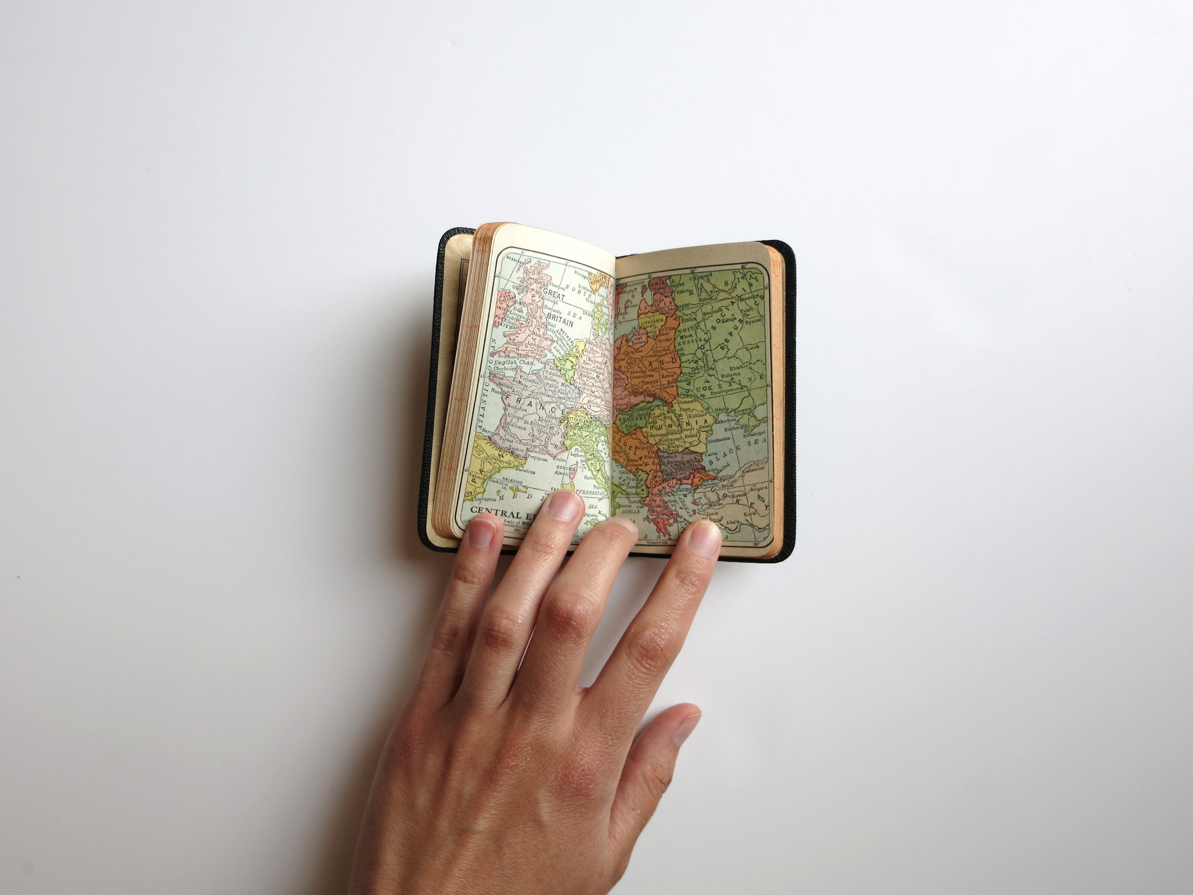 word-map-hand-travel-90bb975b7ae6b088f2125685d97d9911