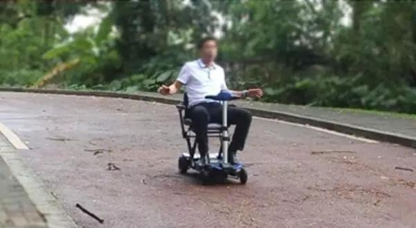 老人代步车