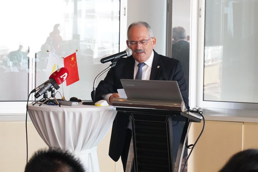 利马索尔市长讲话