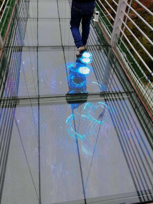 LED玻璃栈道屏
