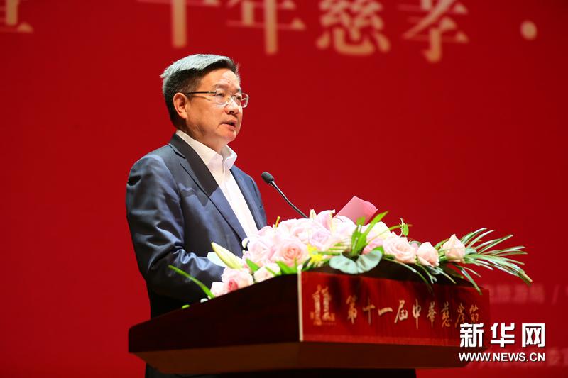 宁波市江北区委副书记区长傅贵荣主持第十一届中华慈孝节开幕式。