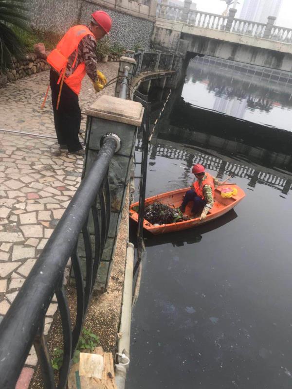 广州8条黑臭河道水质反弹-大布河雅宝新城段垃圾清理