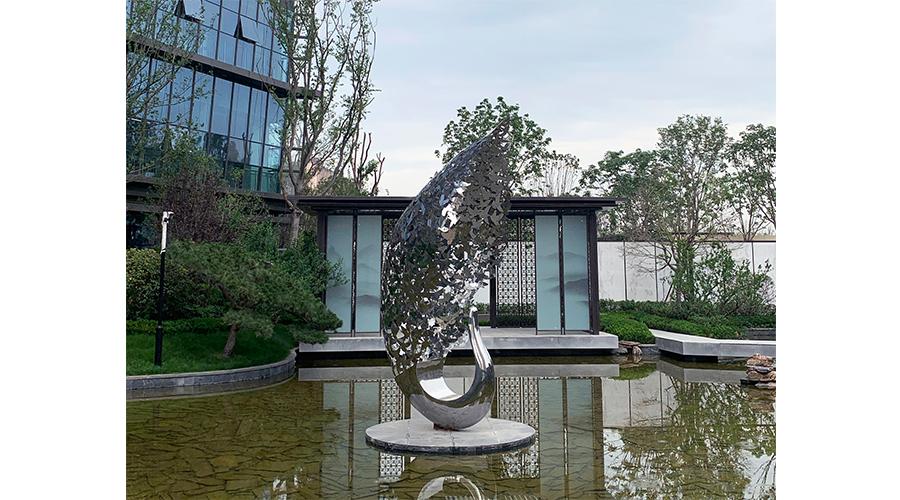 5月打造西安德杰国际城不锈钢雕塑