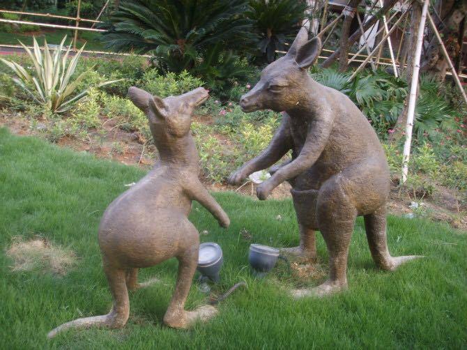 鑄銅袋鼠雕塑