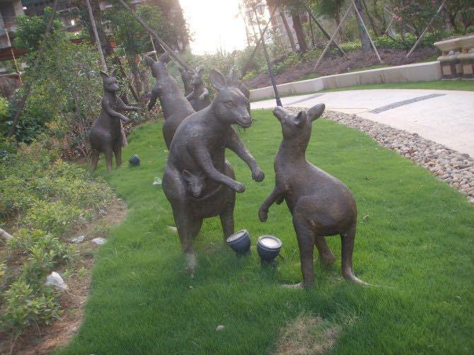 鑄銅袋鼠雕塑2