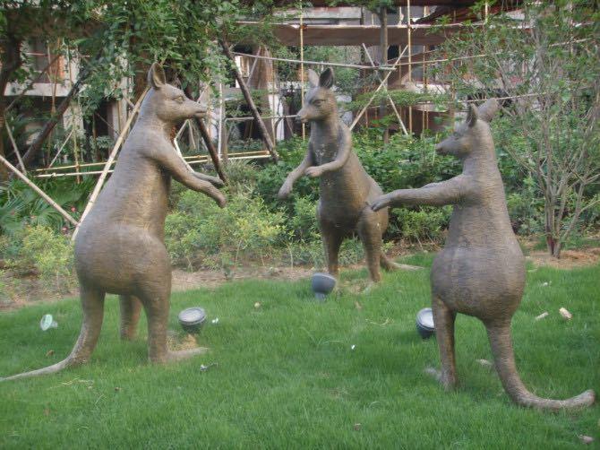 鑄銅袋鼠雕塑3