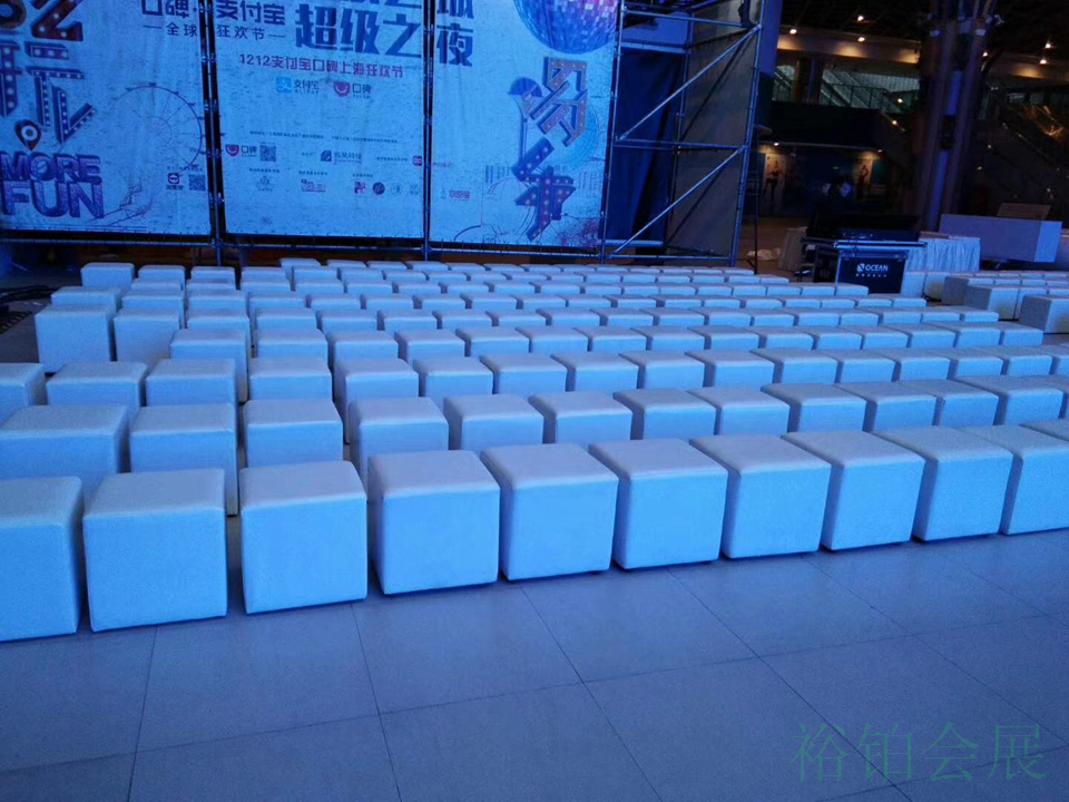 单人白色沙发凳-3