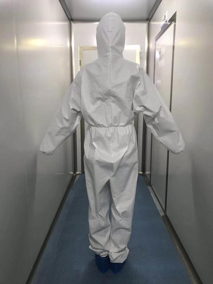 防护服背面