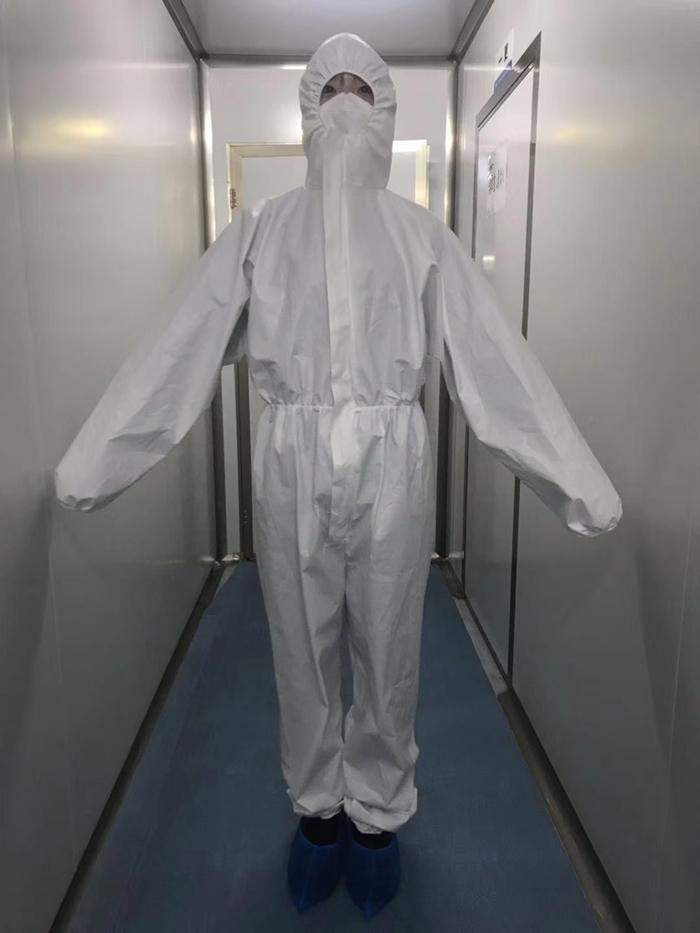 防护服正面