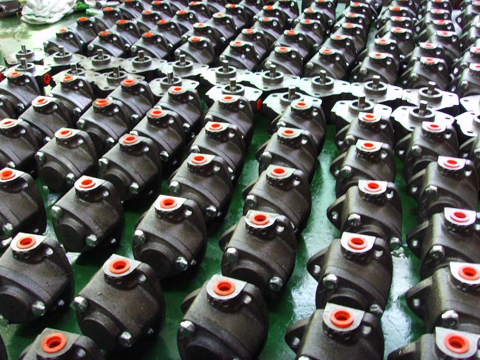 图片小泵处理过-油泵ROP13A-桌上多侧
