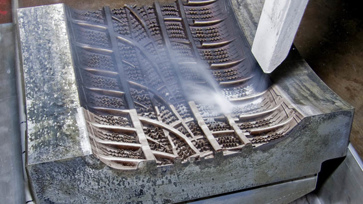 DRYICEBLASTING_INDUSTRIES_RUBBERTIRES_TIREMOLDCLEANING-1-1200x675