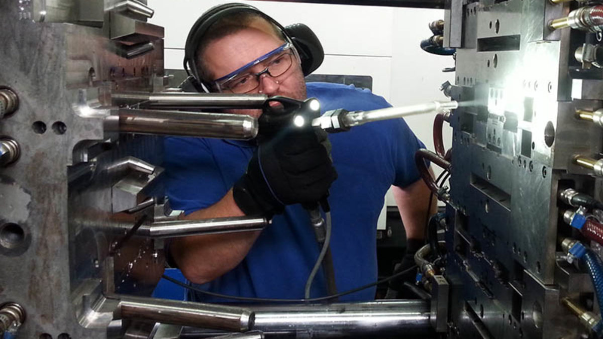 DRYICEBLASTING_APPLICATIONS_MOLDCLEANING-6-1-1200x675