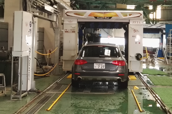 上图为竹美洗车机及底喷系统实拍照片