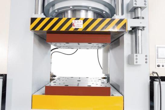 非标挤压成型液压机2