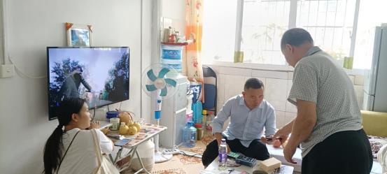 一支部党员在上马石社区开展走访排查工作