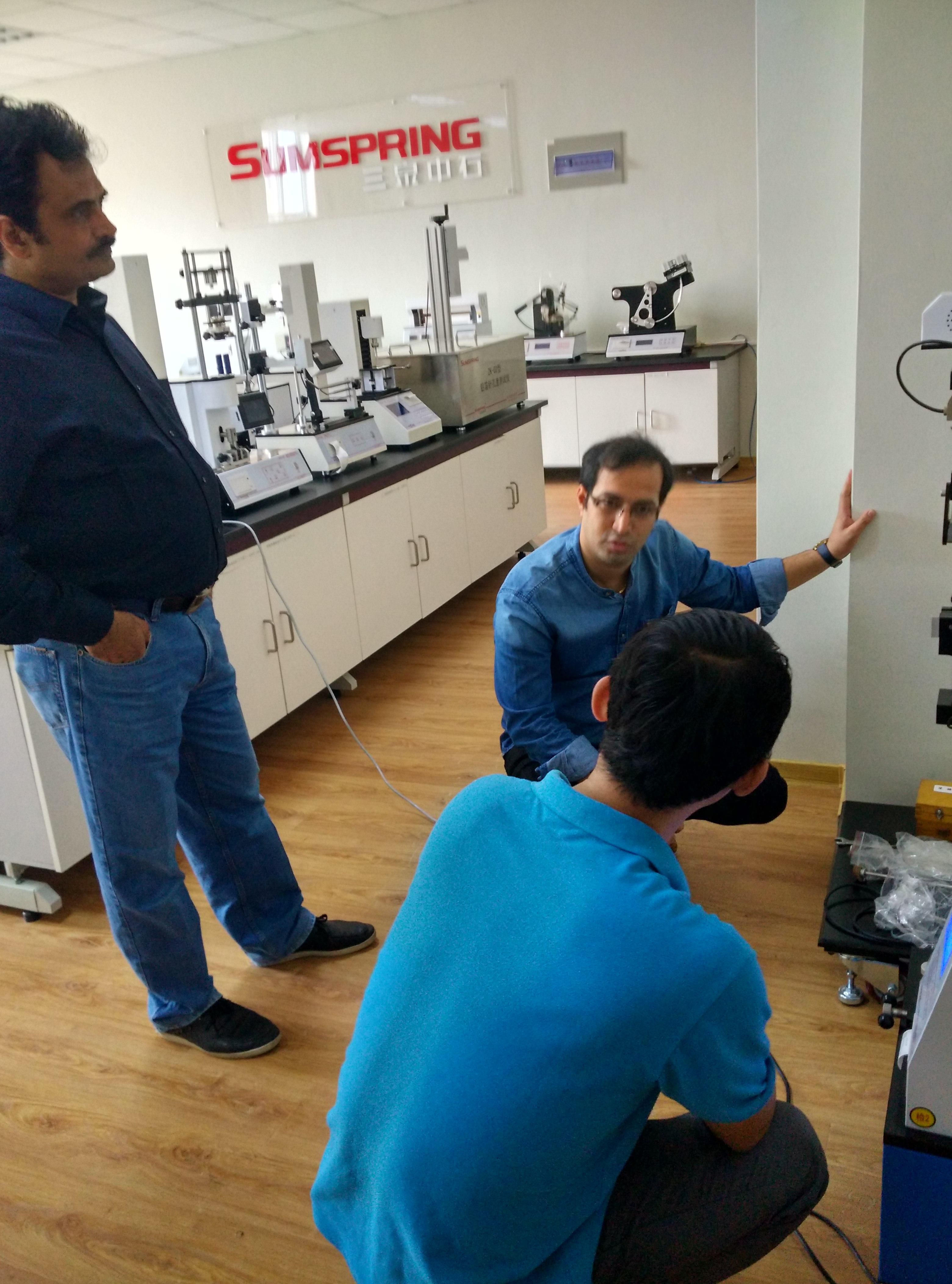 国外客户实地考察三泉中石食品包装检测仪器