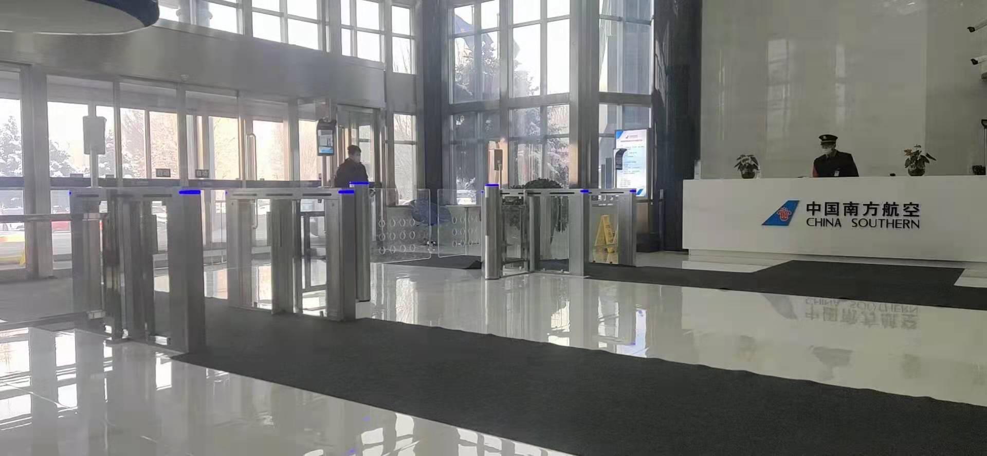 南方航空大厅人脸识别测温终端